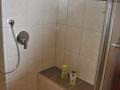 Begehbare Dusche mit Sitzfläche