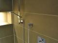 Dusche mit großformatigen Platten